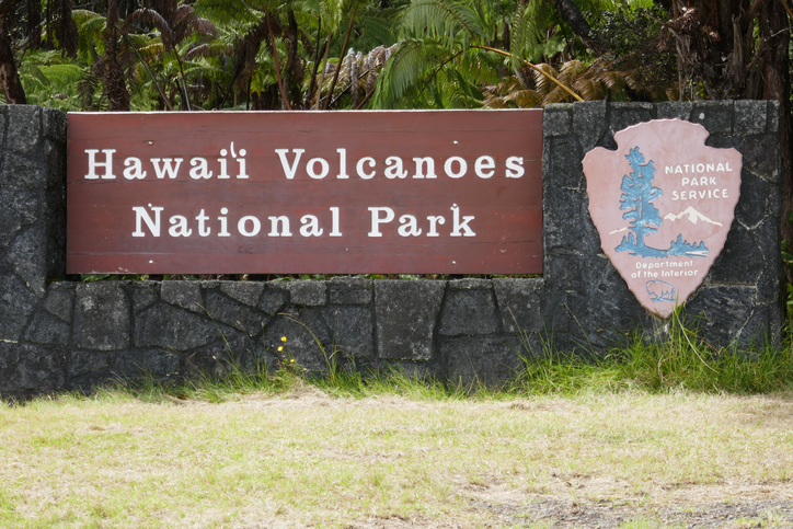 hawaii-volcanoes-national-park-sign